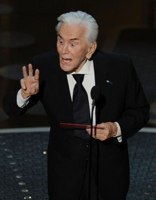 2011-academy-awards-show-02272011-09-430x549